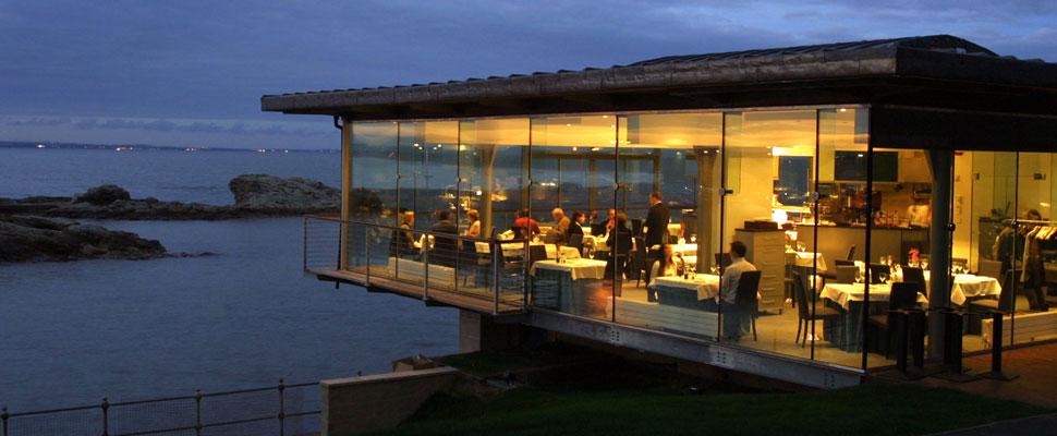 Điều kiện cần và đủ để kinh doanh nhà hàng hải sản bạn nên biết!