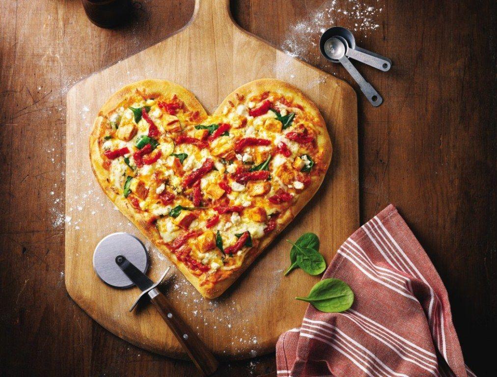 đầu bếp làm pizza