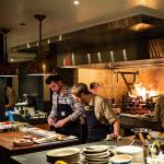 hệ thống bếp nhà hàng khu nấu chính khu ra thức ăn