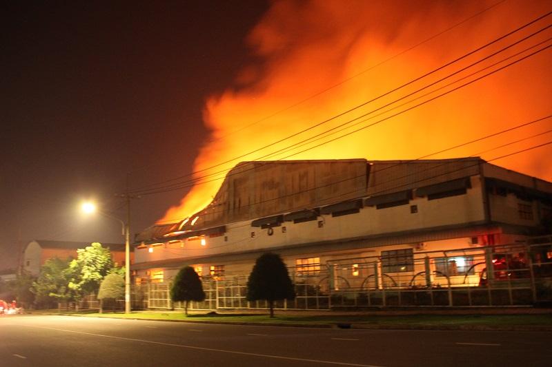 cháy nhà xưởng do chập cháy hệ thống điện