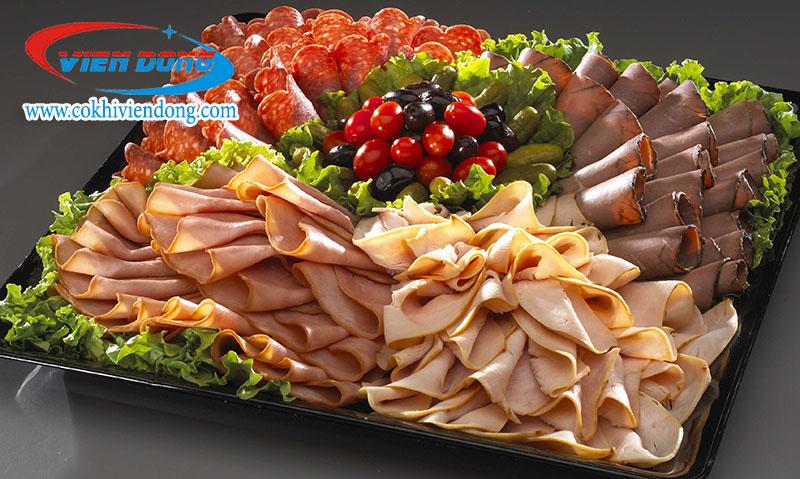 Máy sở hữu năng suất thái thịt lên tới 70kg/h