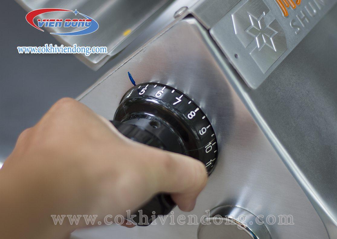 Núm tay vặn điều chỉnh độ dày lát cắt thịt của SL 350B