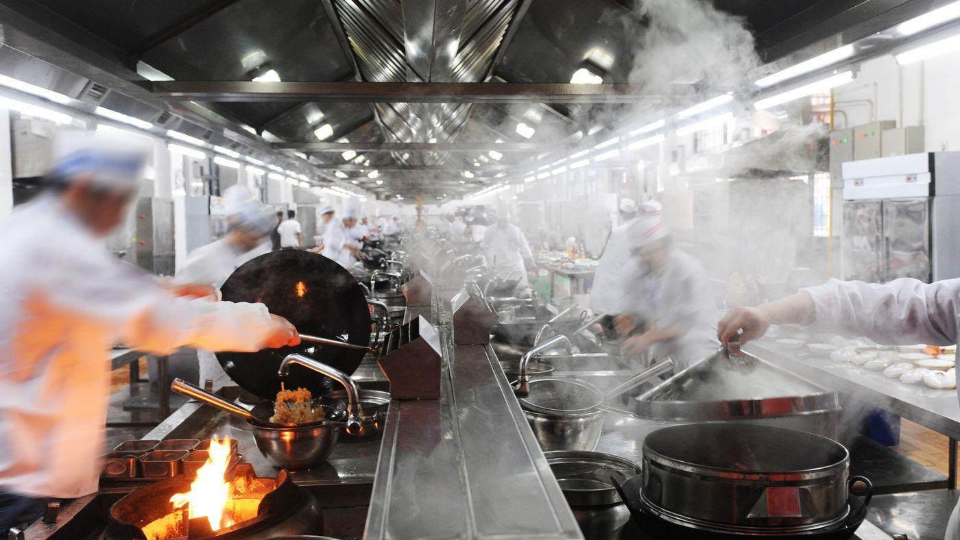 Khói mang theo dầu mỡ ở nhà bếp