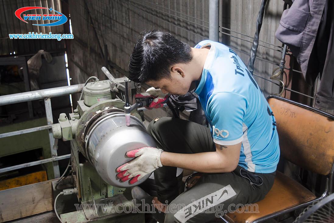 Kỹ sư Viễn Đông thiết kế và sản xuất máy